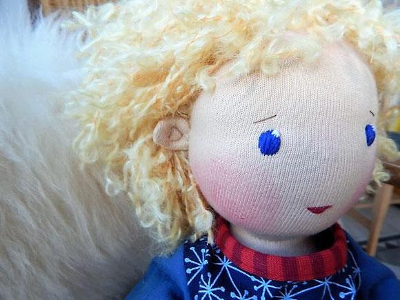 Bio-Stoffpuppe, Handarbeit, Puppenhandwerk, Jennifer Kliem-Pärsch, individuelle Puppe passend zum Kind, Wunschpuppe, Puppe nach Wunsch, handgemachte Stoffpuppe, handgefertigte Puppe, Naturmaterial, Puppenjunge, Stoffpuppenjunge, bio-faire Qualität