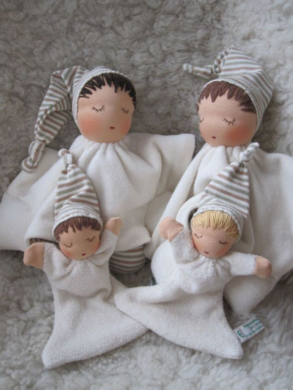 Tuchpuppe, Erstlingspuppe, Babypuppe, Waldorfpuppe, handgemachte Puppe, Handarbeit, Waldorfart, Steiner Puppe, steiner doll, cloth doll, handmade doll, Bio, Nuckelpüppchen