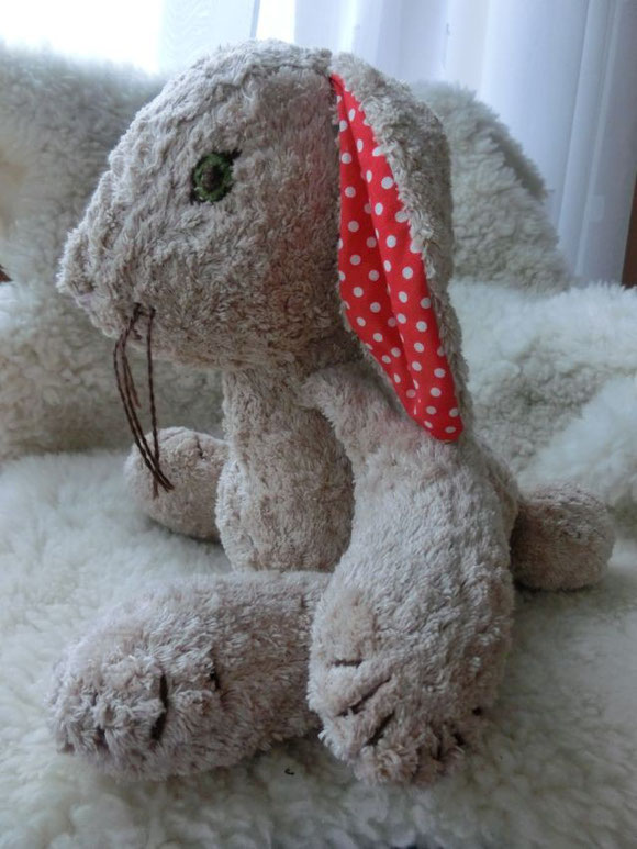 Kuschelhase, genähter Hase, genähter Kuschelhase, Hase als Spieluhr, Spieluhrhase, cuddle rabbit, handmade cuddle rabbit with music box, origineller Hase