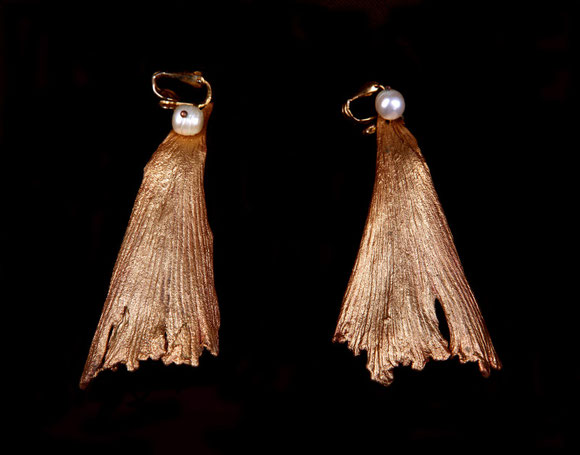 Gingko earrings, gilded copper and pearls