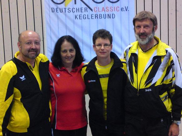 So sehen Sieger aus Gerhard Kern und Isolde Ruf Bronze, Martina Kanstinger und Herbert Kern Deutsche Meister