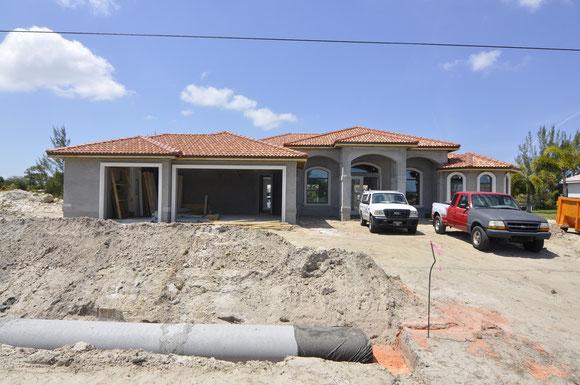 fertig gedecktes Dach der Villa Coral Laguna