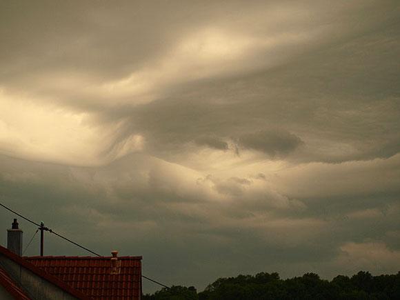 Wolkenformation vor einem schweren Unwetter in St. Johann Schwäbische Alb