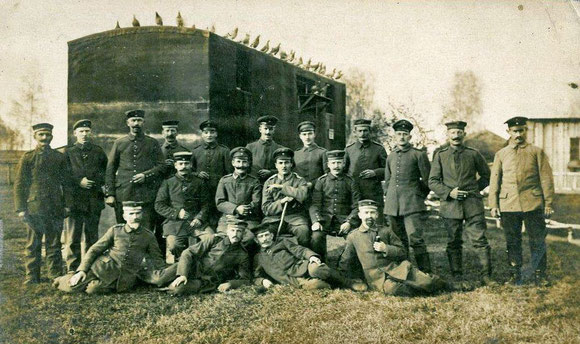 Militärbrieftauben, Militärbrieftaubenwesen, mobiler Brieftaubenschlag, Brieftauben im Krieg, Brieftaube im Ersten Weltkrieg