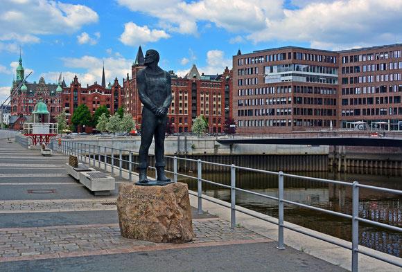 STÖRTEBEKER-Denkmal vor dem IMM am 02.06.2014