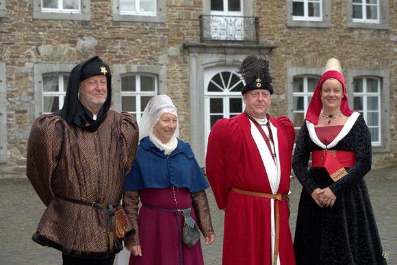 Fête historique médiévale Corroy-le-château 2015. Costumes historiques, époque médiévale: XVème siècle.
