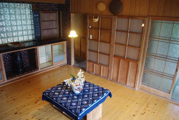 7月上旬は、寺の下の千葉さんからいただいたヤマユリの花を生けました