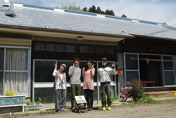 「ハイ!もっと笑顔で!!」〜田園の宿で記念撮影です