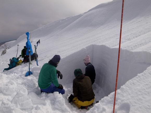 CAC雪崩講習会の様子