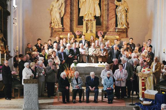 Jubelkommunion am 15.5.2016  -  auf den Stühlen sitzen von links:   Agnes Rohm, Emma Leguminski, Hilmar Schuler und Maria Rollmann (Bild von Elke Kraus)
