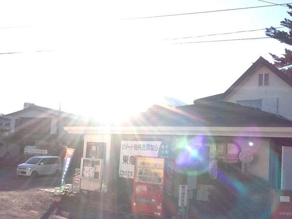富士山を撮影した時、マイケルの光の剣のような太陽光のハロー。 2013年、マイケルのスクール終了後、金澤 撮影)