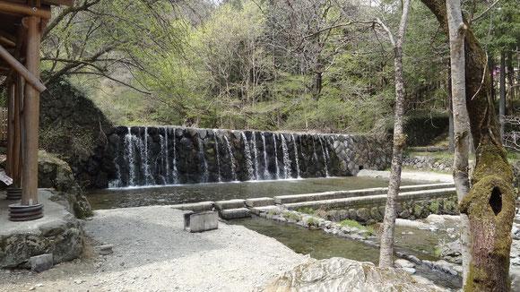 木のむらキャンプ場の堰堤