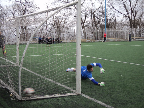 Олег Гавва делает счет в серии пенальти - 3:1