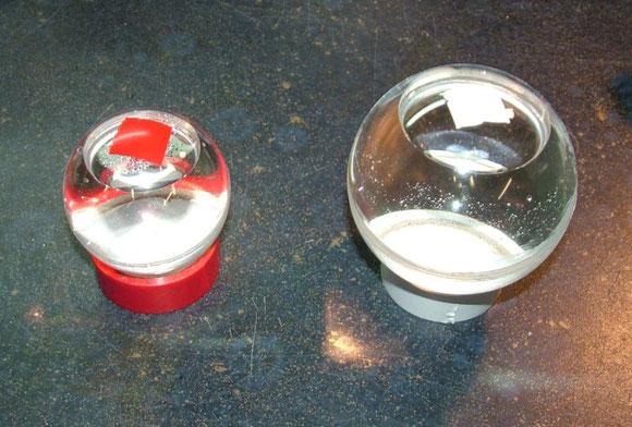 Testkugeln mit Wasser befüllt - Links 60mm + Rechts 80mm