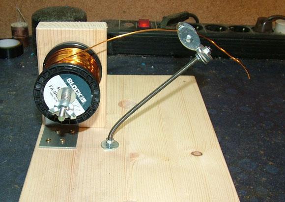 Drahtspulenhalter mit Spule 02