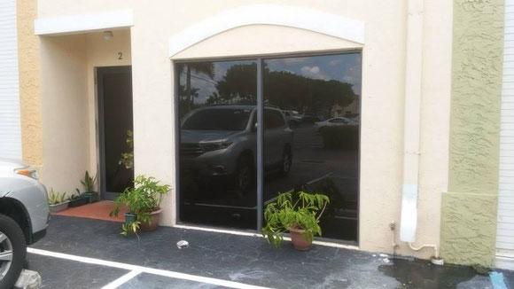 Vista del lado izquierdo frontal del local 3100 West 84th Street Unit 2 Hiaelah, FL 33018