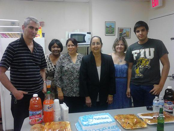 Foto de archivo. Fin de la temporada 2013. A la izquierda, Manuel y Belkis. A la derecha, Cristy (y su hijo). Las otras 2 ya no trabajan con Ojeda Corp.
