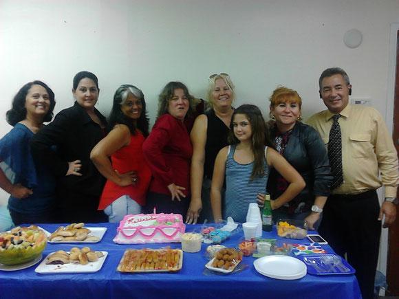 Foto de archivo. Al centro, Cristy. A la derecha, Jorge Ojeda. Las demás ya no trabajan en Ojeda Corp.