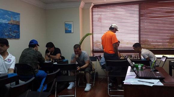 Foto de archivo de 2014, en la Suite 305. Ajedrecistas (algunos entrenadores) jugando un sábado en la mañana.