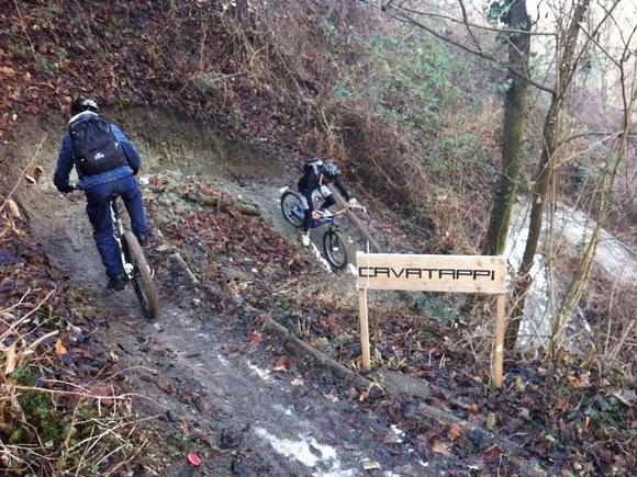 imbocchiamo il sentiero cavatappi .... il nome è  azzeccato!! sentiero assolutamente da rifare ma in condizioni migliori