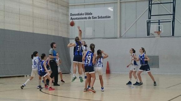 Las chicas de Osane Gorostegi y María Arango lucharon contra un Easo muy fuerte. (Foto: María Arango)
