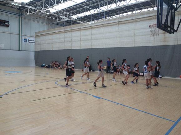 Las chicas Nagore Bastarrarena tuvieron un partido difícil.