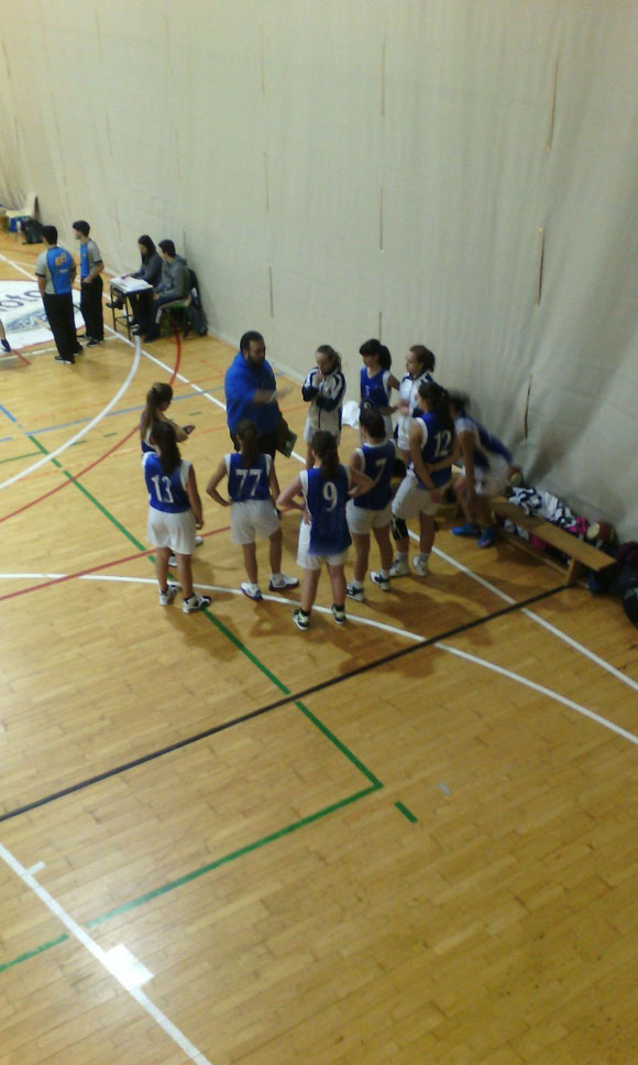 Las chicas que dirige Manu Rísquez pasan al primer grupo. ¡Suerte chicas! (Foto: Arrate SACRISTÁN)