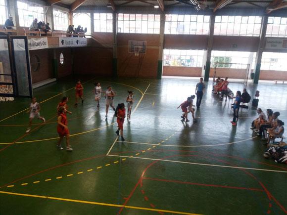 Las chicas de Nagore Bastarrarena no pudieron con un duro rival. (Foto: Askatuak)