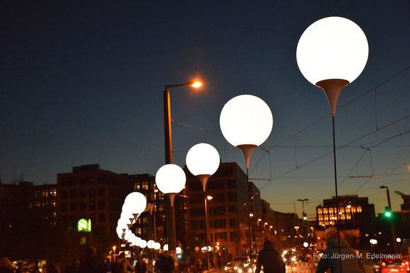 Lichtgrenze an der Bernauer Straße in Berlin