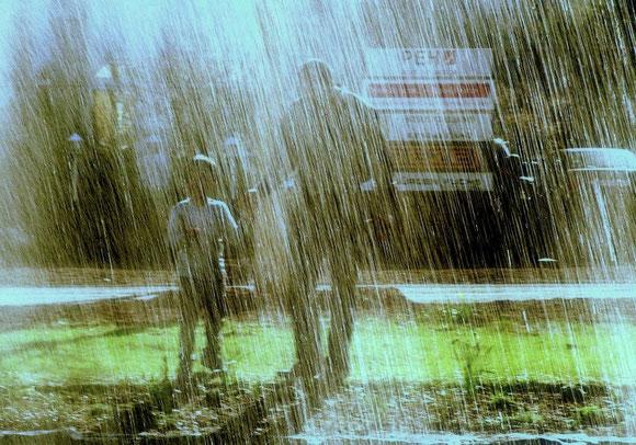 """Zum Thema """"Regen"""" fotografierte Reinhart Stoll seinen """"Regenguss"""" bei strahlender Sonne"""