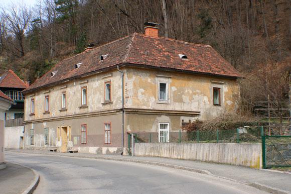 2006 direkt vor Beginn der Sanierung (eine verfallene Ruine)