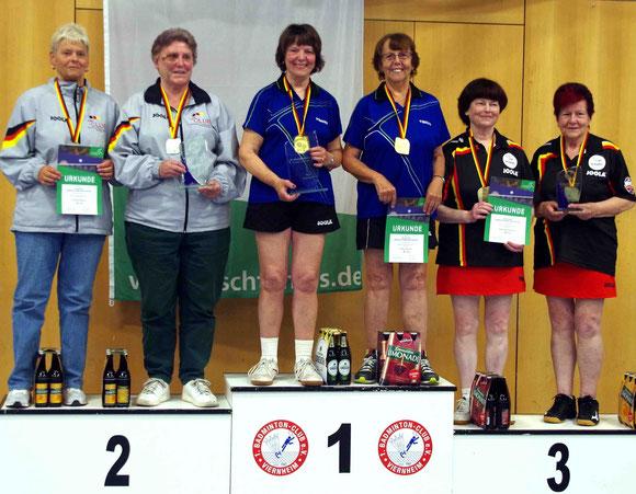 Die Siegerinnen Jutta Baron und Gudrun Engel in der Mitte