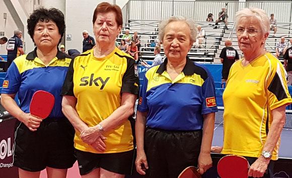 Bruni (rechts) mit Helene Schwarz und den chinesischen Weltmeisterinnen