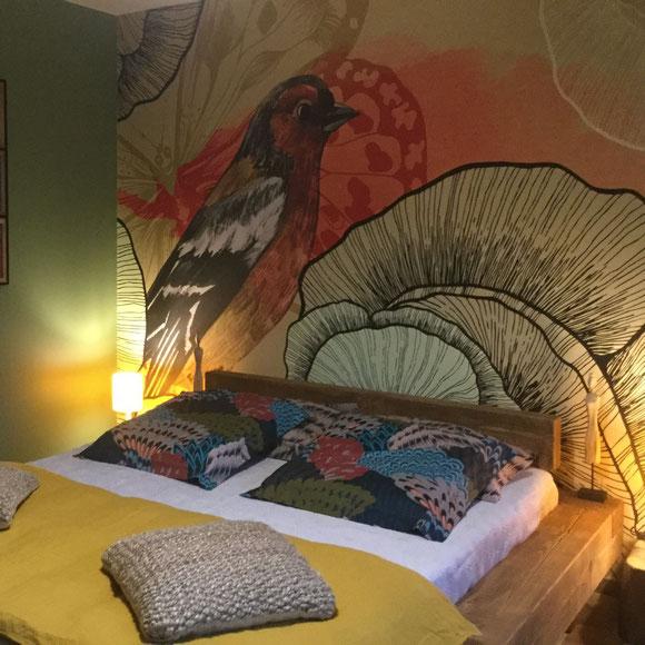 chambre bois lit 2 pl chez la petite marie, gîte à Moncoutant 79