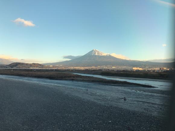 車窓から見えた、今年2度目の富士山。めちゃくちゃ美しかった!!!!