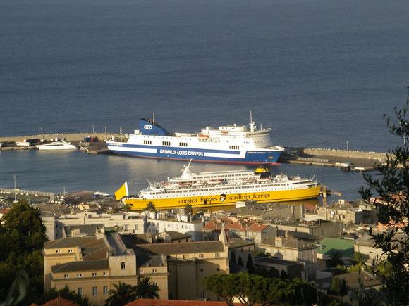 Le Corsica Victoria et l' Eurostar Valencia au port de Bastia en 2006