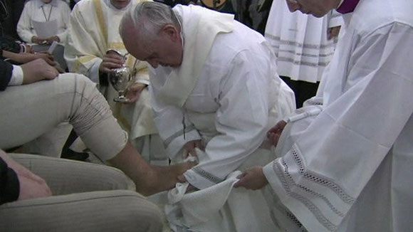 Pope Francis washes feet of 10 young men & 2 young women in Young Offenders Prison: 28.3.2013