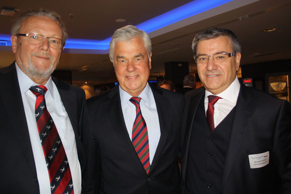 Industry meets politics: Uwe Groening, Honorary Chairman of H-A (left) / Frank Horch, Senator Hamburg (center)  /  Alkiviadis Thomas, President H-A  -  pictures: hs