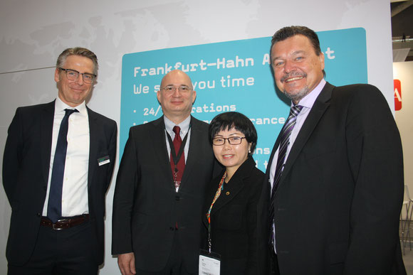 Hahn managers (l > r): John Kohlsaat, Christoph Goetzmann and Alice Huang of Chinese investor HNA, Roger Scheifele  -  photo: hs