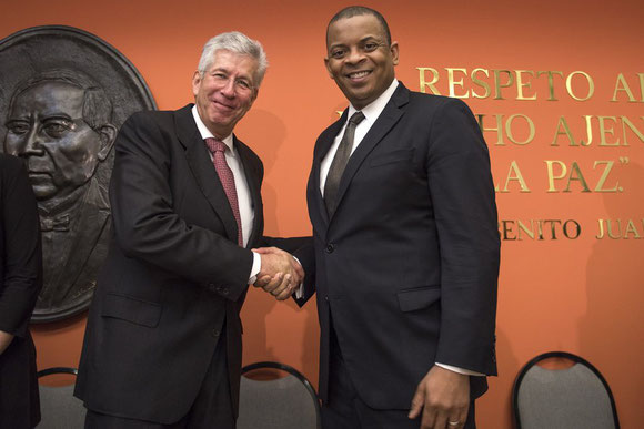 Mexico's Secretary of Communications and Transport Ruiz Esparza (left) shakes hands with U.S. Transportation Secretary Anthony Foxx after signing the new air transport accord between both states.