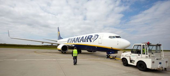 Which MTOW is correct – 67 or 73 tons? Pictured here is a Ryanair Boeing 737-800 at Frankfurt-Hahn  -  courtesy HHN