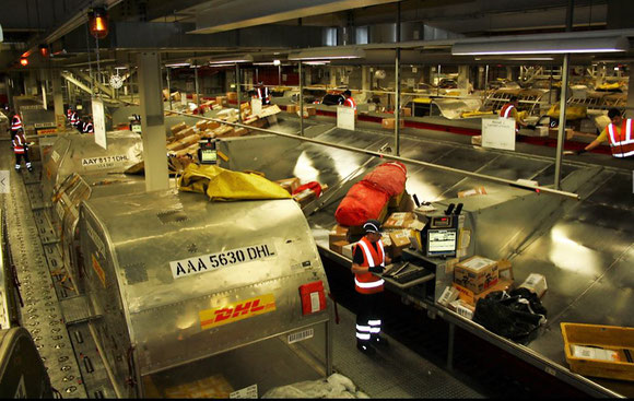 Sorting Center at LEJ, DHL's largest global hub  -  picture: hs