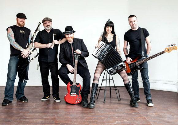 """The Mahones aus Kanada werden am 14. Juli auf einer der zahlreichen U & D-Bühnen des Lindauer Stadtfestes Party machen. Die """"Irish Punk Brigade"""" aus Kingston/Ontario zählt zu den auftrittserfahrensten Bands des Genres."""