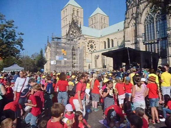 19. Kinder-Friedenstreffen in Münster auf dem Domplatz (2016),  Foto: WK