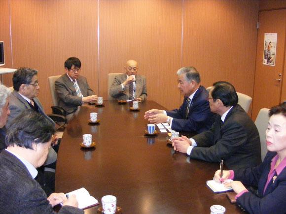 アビーの大和田社長の説明を受ける参加者