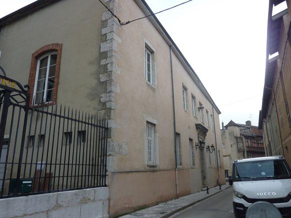 Façade principale sur la rue du Palais.
