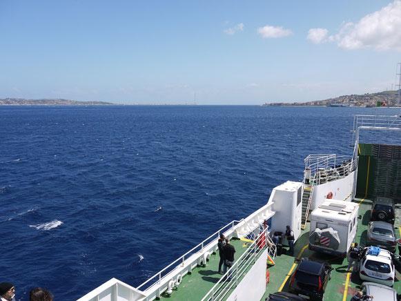 so schmal ist die Meerenge bei Messina