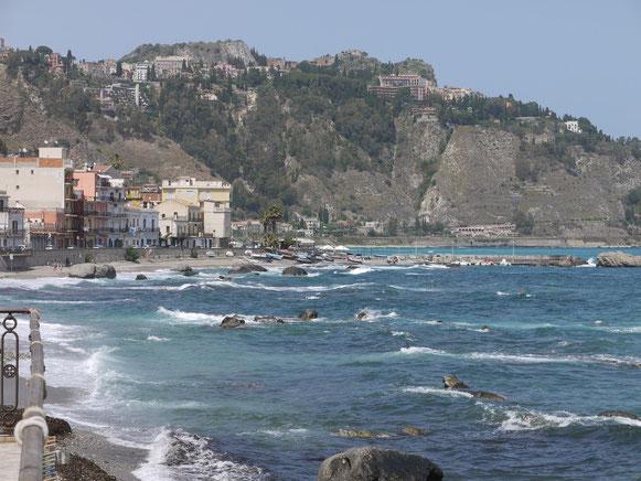 schöne Küste bei Giardina-Taormina