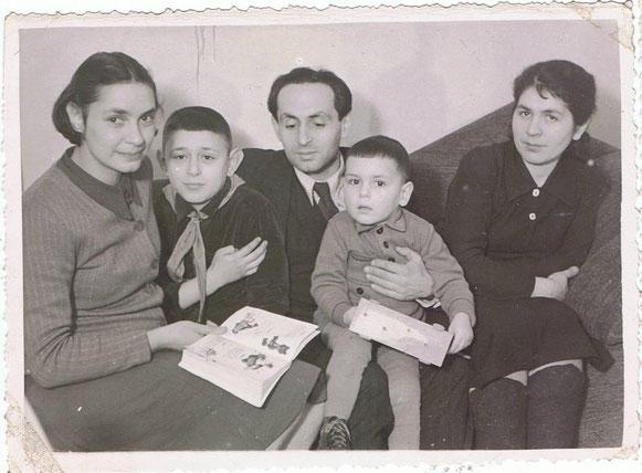 БП-9. 1945-46 г. С Эйдой и  детьми: старший мальчик - сын Эйды Джан, малыш  - Юра Беркович