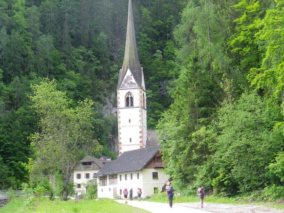 Am 2. Tag wandern wir wieder am Gailufer flußaufwärts und besuchen Maria im Graben